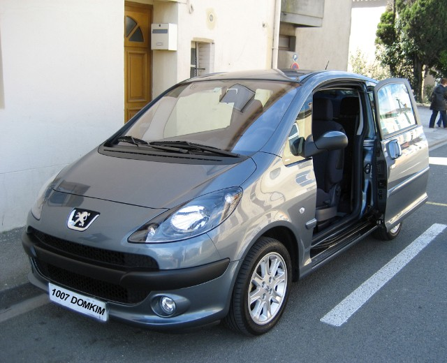 vendue 1007 1 6 2 tronic sporty pack 2006 29 000 km 6000 forum peugeot 1007. Black Bedroom Furniture Sets. Home Design Ideas